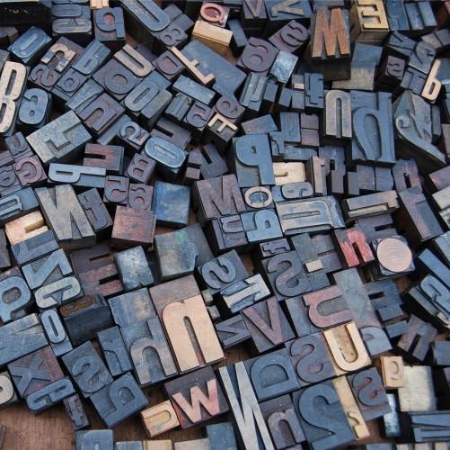 O que escrever com iniciais maiúsculas?